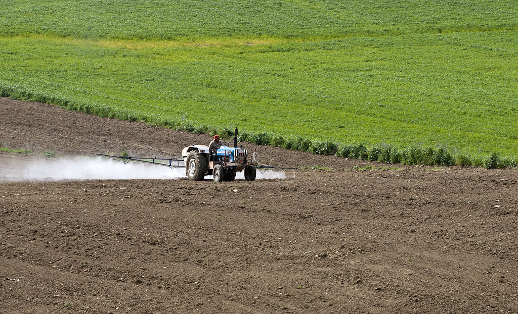 Pesticides aux abords des écoles – la ministre de l'éducation dit vouloir discuter avec le ministre de l'environnement