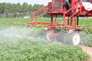 photo tracteur pesticides