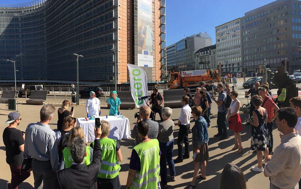Mobilisation d'Ecolo devant la Commission européenne, symbole de la lutte contre les perturbateurs endocriniens!