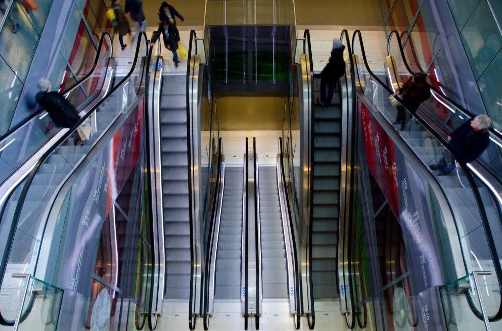 Interdiction des centres commerciaux en dehors des centres-villes et futur moratoire sur les commerces? Philippe Henry interroge le Ministe Jeholet sur ces sujets. Le Ministre de l'Aménagement du Territoire et le Ministre de l'Economie n'ont pas encore accordé leurs violons.