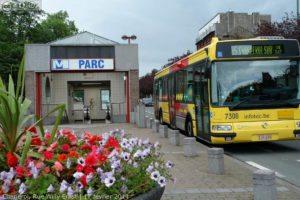 Image d'un bus en liaison avec le métro à Charleroi pour illustrer la mobilité.
