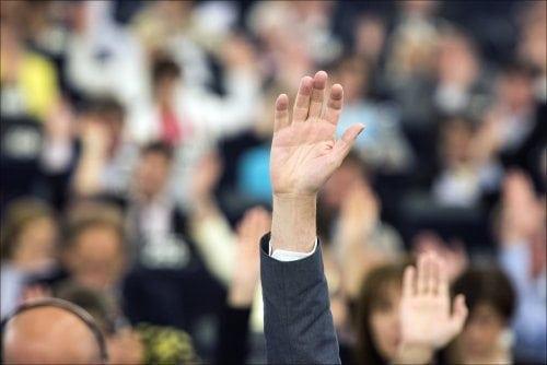 Consultation populaire : pour Ecolo, un premier pas est franchi avec l'adoption du décret spécial