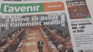 """page de couverure / une de L'Avenir du 8/11/18 avec le titre 'L'Avenirr en débat au Parlement wallon"""""""