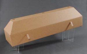 Image d'un cercueil en carton.