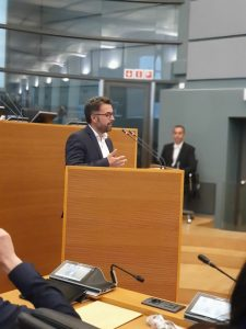 Christophe Clersy à la Tribune du Parlement wallon pour sa question d'actualité sur la gouvernance à l'ISPPC